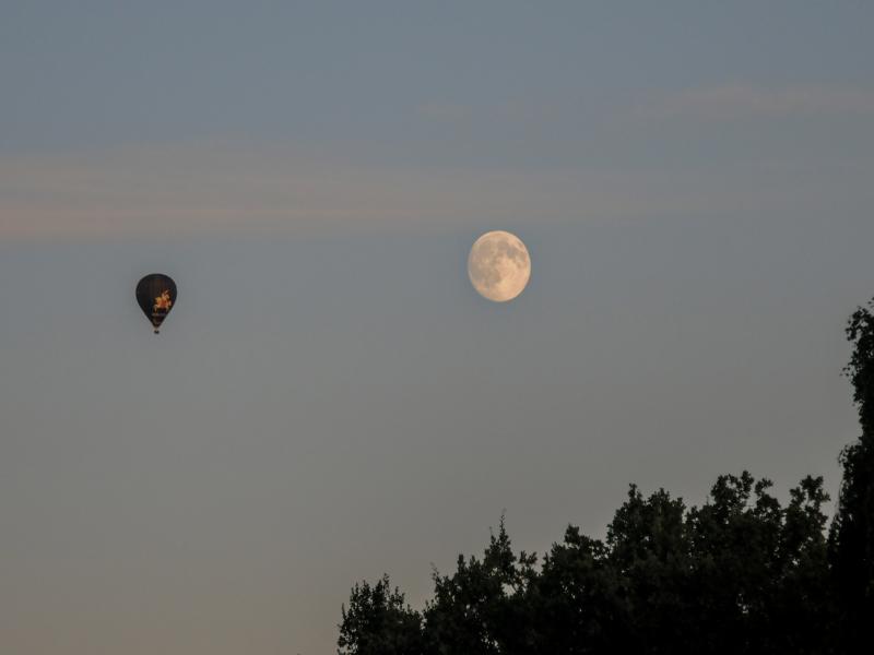Holsten-Ballon auf dem Weg zum Mond