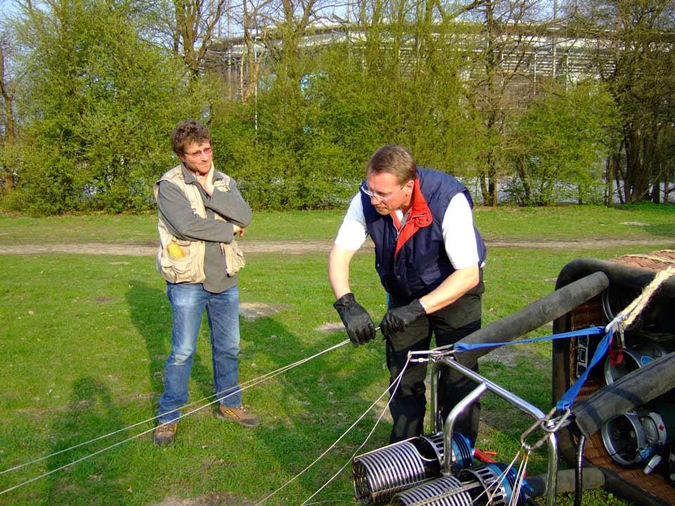 Pilotenausbildung Heissluftballon - Aufrüsten zu einer Ausbildungsfahrt