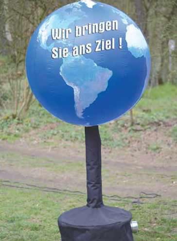 aufblasbarer Globus mit Werbung