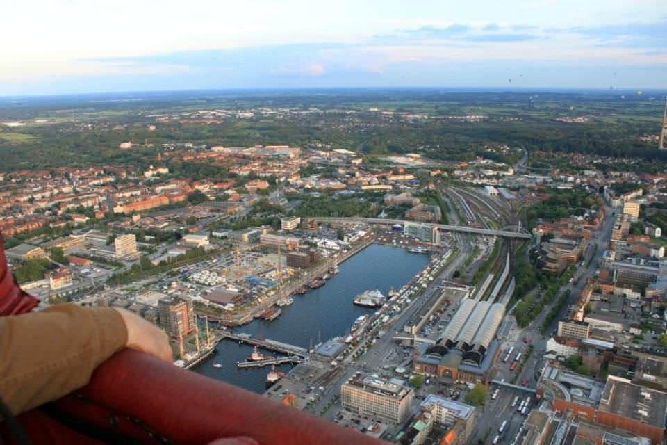 Ballonfahrt Kiel - über dem Werftpark