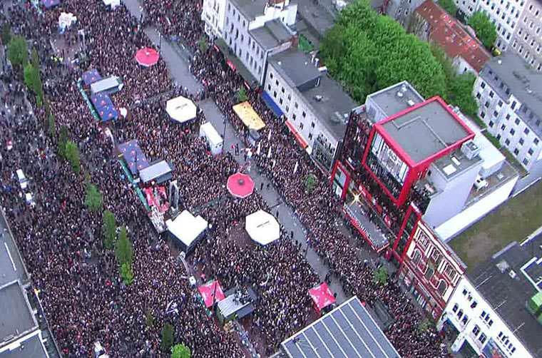 Tausende feiern den Aufstieg des FC St.Pauli