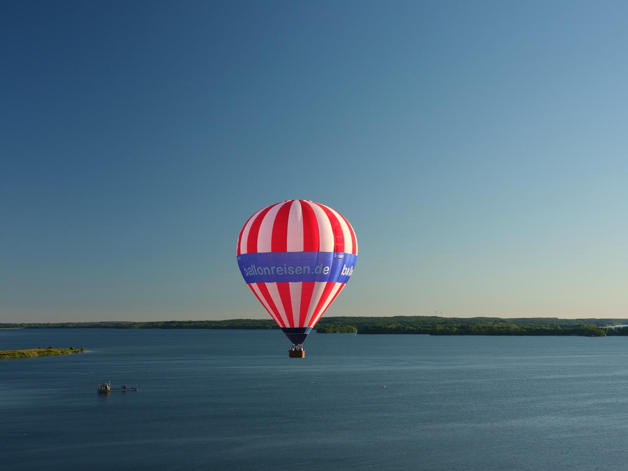 Ballonfahrt Holsteinische Schweiz - ueber dem Grosser Ploener See