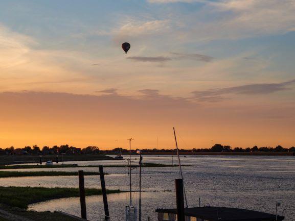 ballonfahrt über der Elbe
